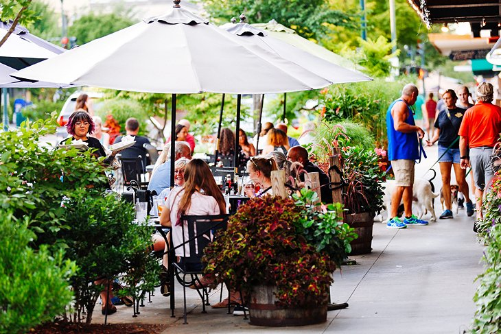 north-carolina-hendersonville-attractions-things-to-do-downtown-dining